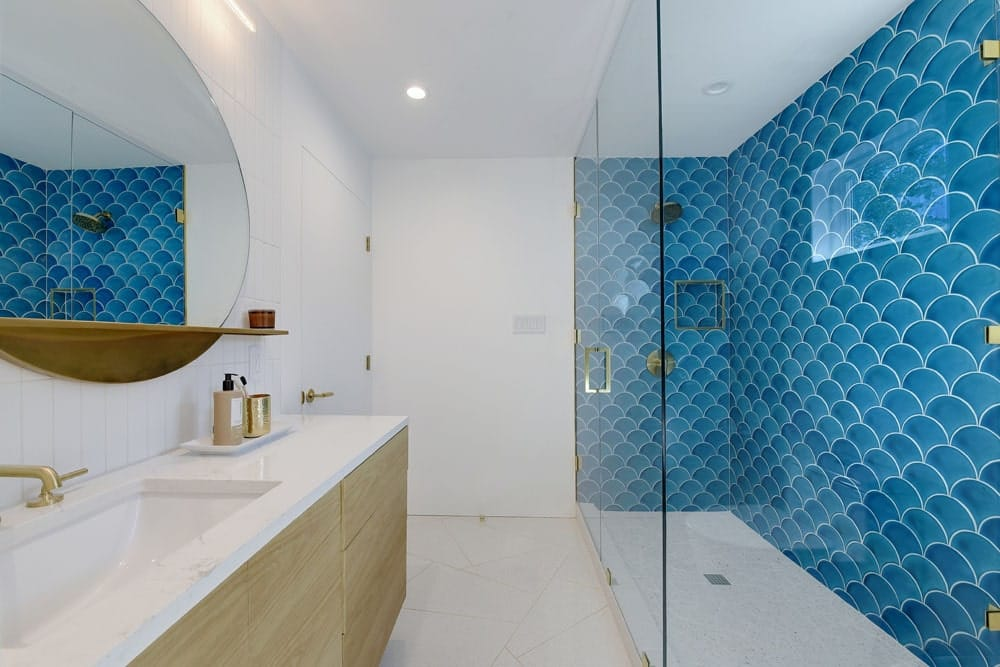 Abanico Turquoise Crackle installed for a bathroom wall. Meet this stunning bathroom wall at Austin Modern Home Tour