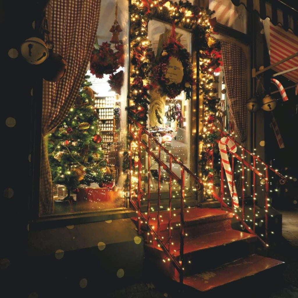 Decorating: Placing Ornaments in Many Locations - Choosing Christmas Ornaments and Decorating a Home
