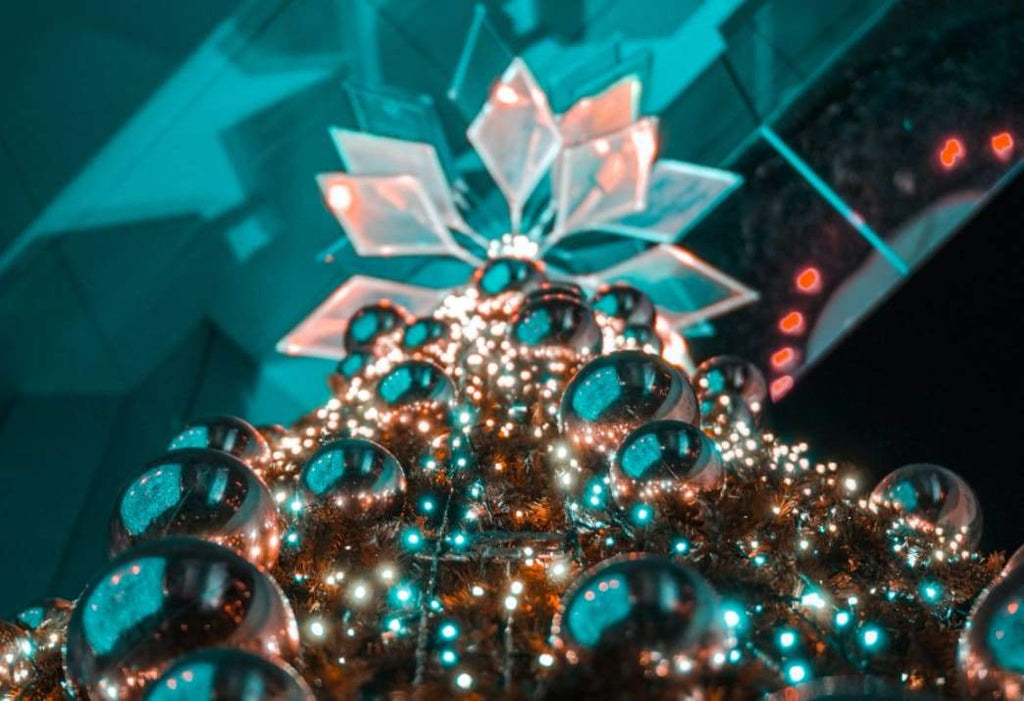 Decorating: The Many Colors of Christmas and How You Can Use Them to Make Your Décor Memorable