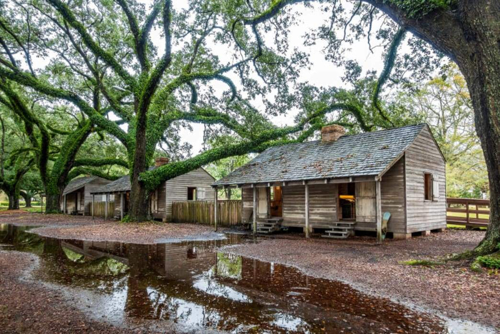 Traditions: Slave Life's Harsh Realities Erased in Christmas Tours of Southern Plantations