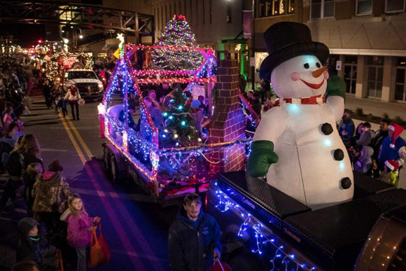 Travel: Spend a Week in Topeka for Your Christmas Vacation | Schmidt Christmas Market