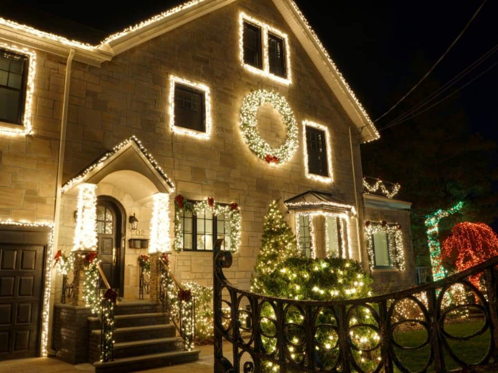 Decorating: When to take down Christmas lights