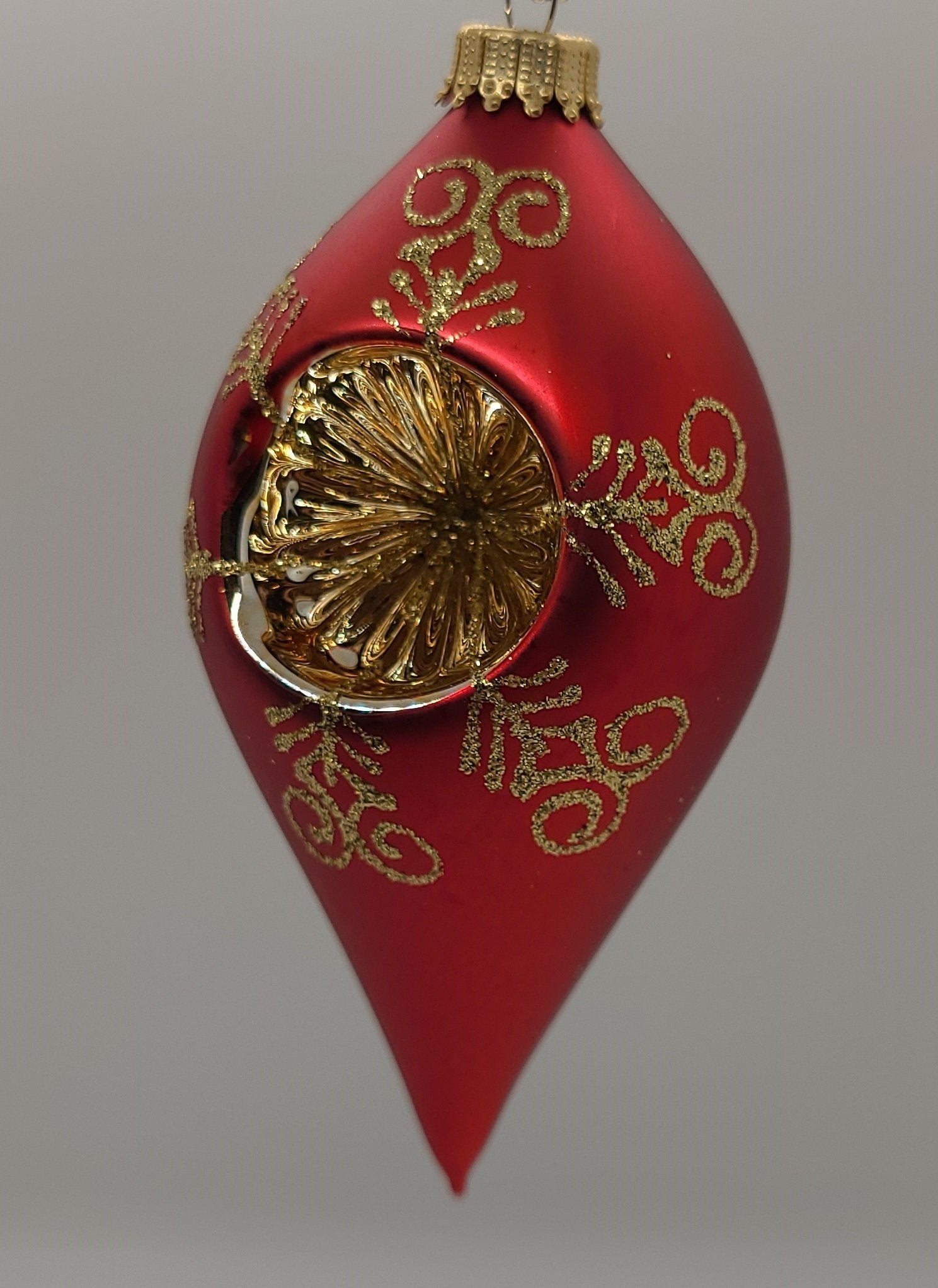 "Brilliant Red Velvet 4 ""Drop Shape with Reflector gold and Gold Crown Cap - تزئین کریسمس بازار کریسمس اشمیت"