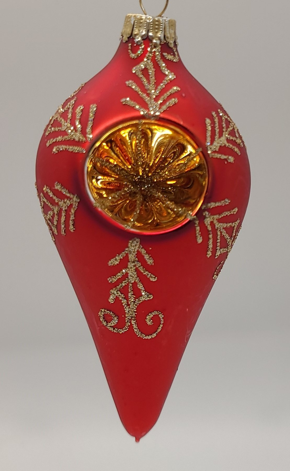 "Dark Red Vvett 4 ""Drop Shape na may Gold Reflector at Gold Crown Cap Ornament - Schmidt Christmas Market Christmas Decoration"