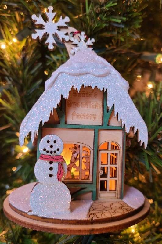 Ginger Cottage Santa's Snowflake Factory - Schmidt Christmas Market Christmas Decoration