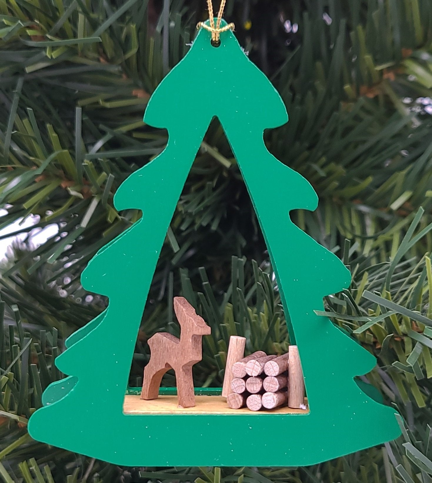 Handmade Hanging Green Wood Tree with Deer Ornament - Schmidt Christmas Market Christmas Decoration