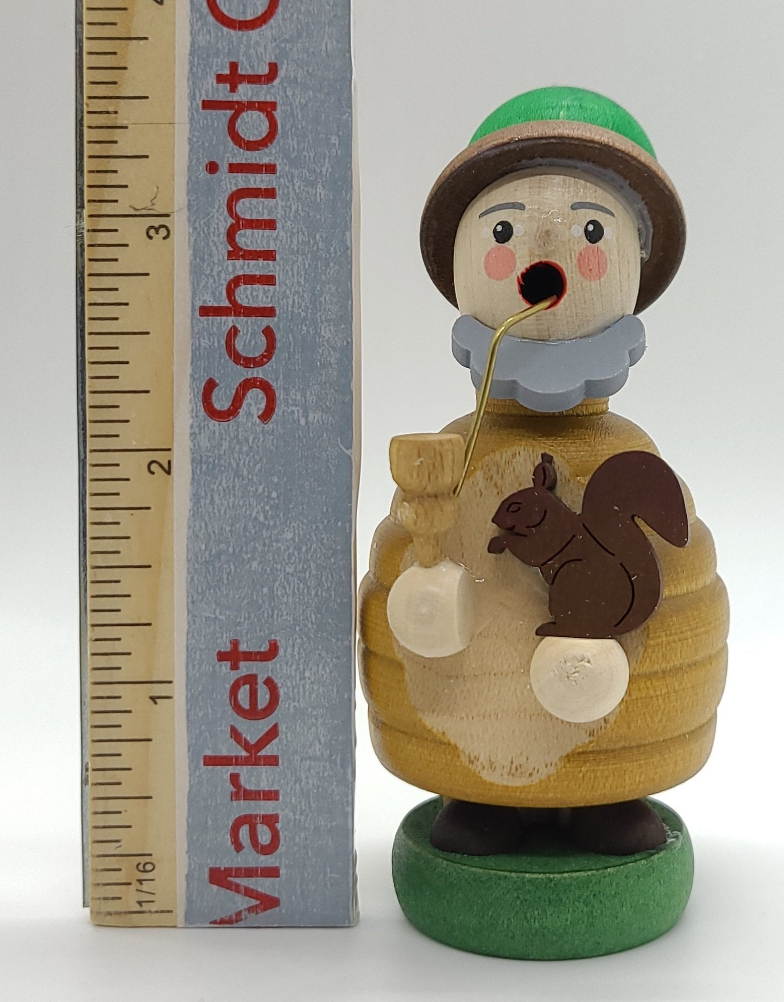 Handmade Mini-Smoker Dwarf with squirrel - Schmidt Christmas Market Christmas Decoration
