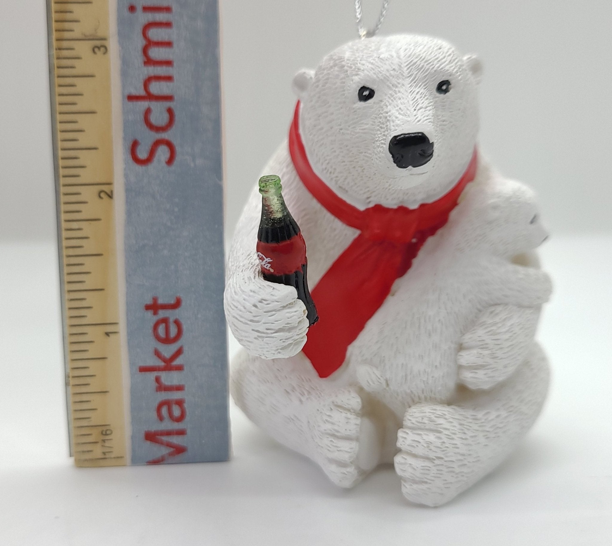 Kurt Adler Coca-Cola® Polar Bear na may hawak na Cub Ornament - Schmidt Christmas Market Christmas Decoration