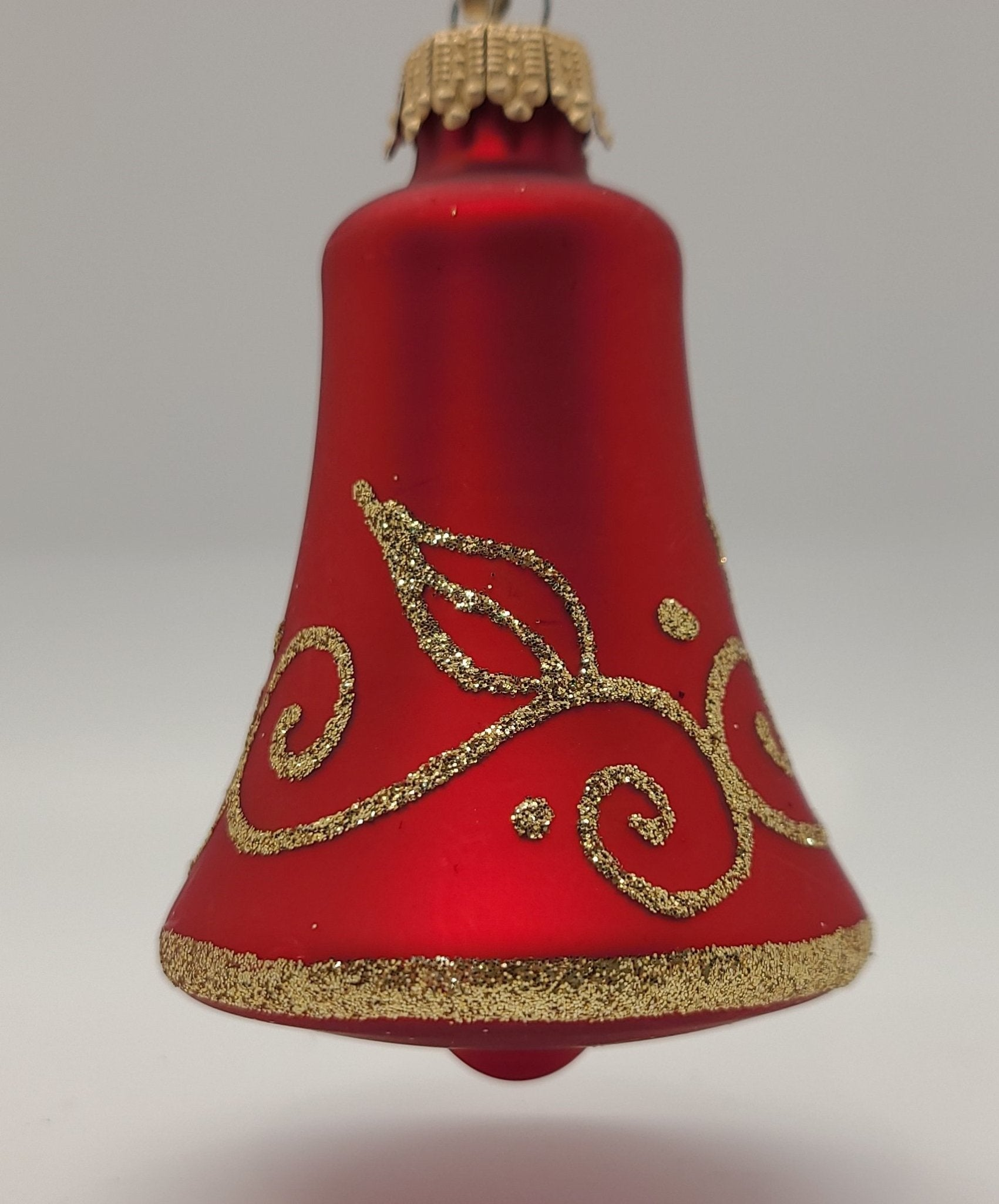 "Red Vvett 3 ""Bells na may Gold Leaf Ornament - Schmidt Christmas Market Christmas Decoration"