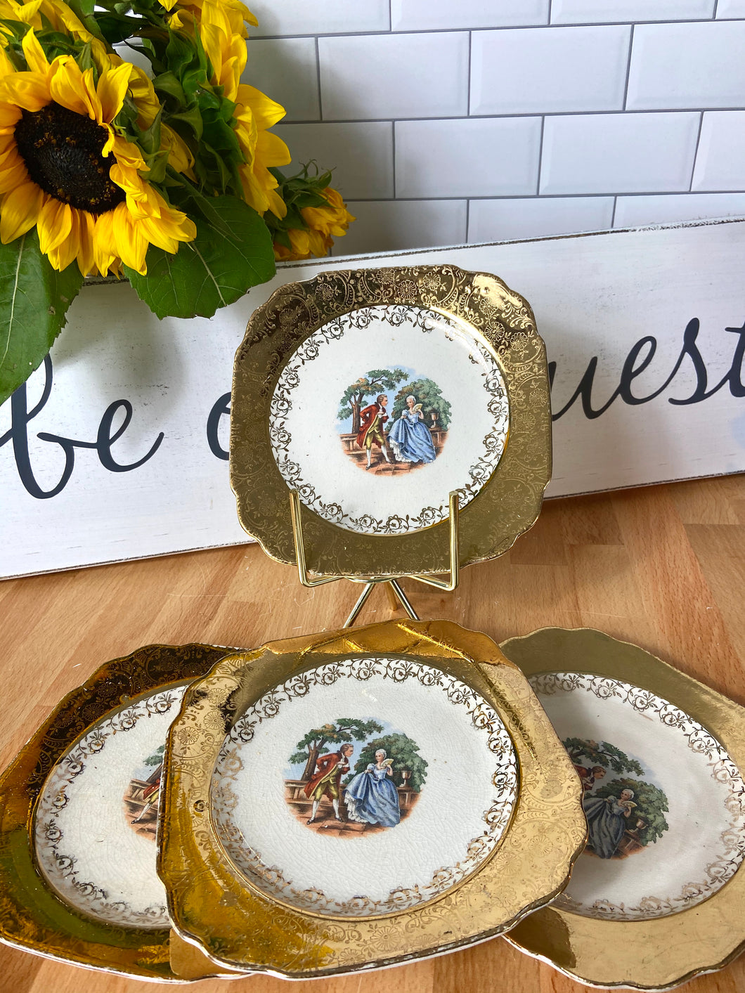 Beauty and the Beast Party Decoration: Set of Prince & Princess Plates