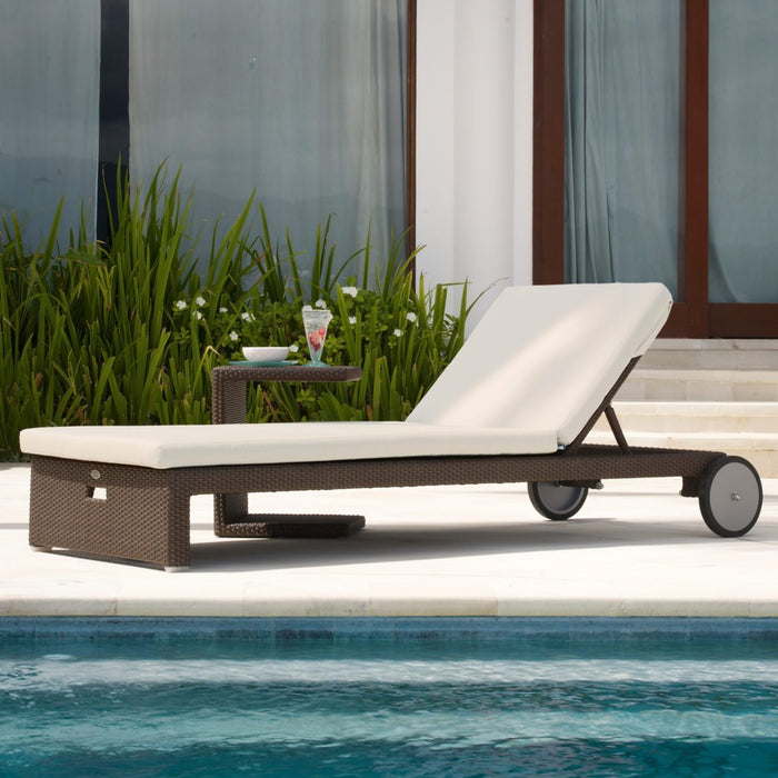 Cuatro Chaise Lounge with Cushion