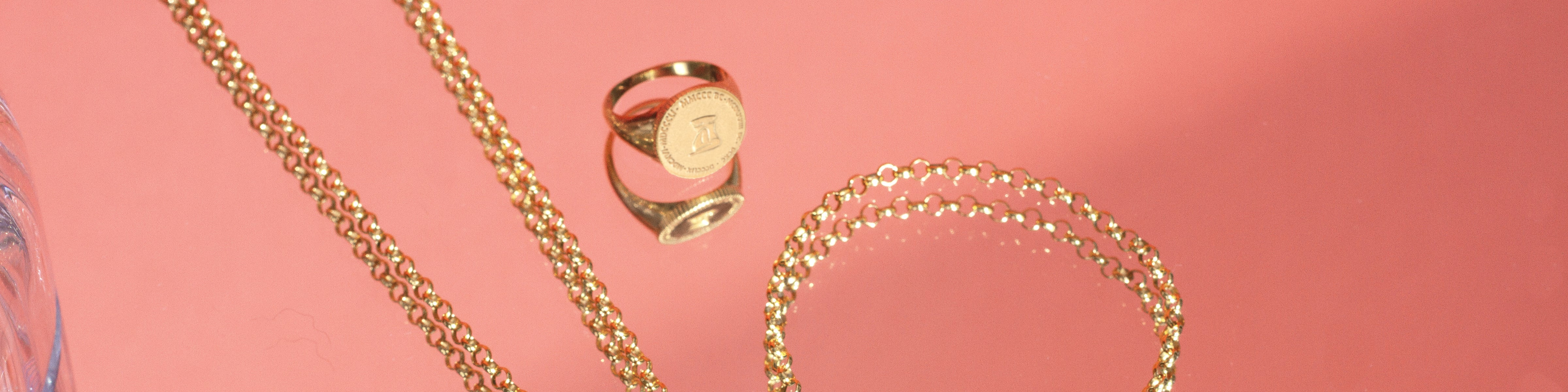 THE FEMME COIN CAPSULE