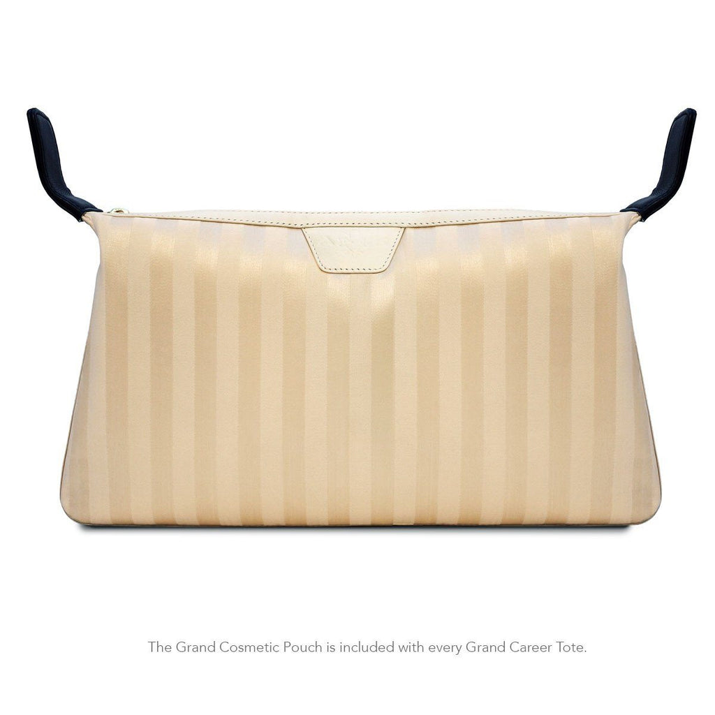 Front view of the Grand Cosmetic Pouch is included with MacCase's women's leather laptop bag