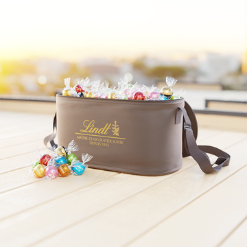 Lindor Cooler Bag Assorted 150CT 1800g (Store Pick-Up Only)