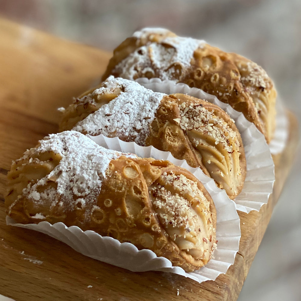Load image into Gallery viewer, Hazelnut Cannoli