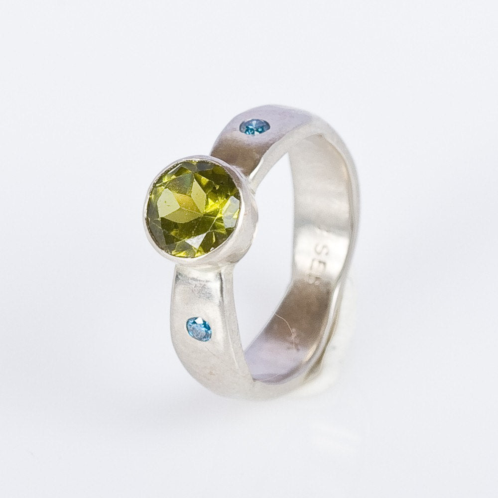 14K White Gold with Peridot and Blue Diamond Ring