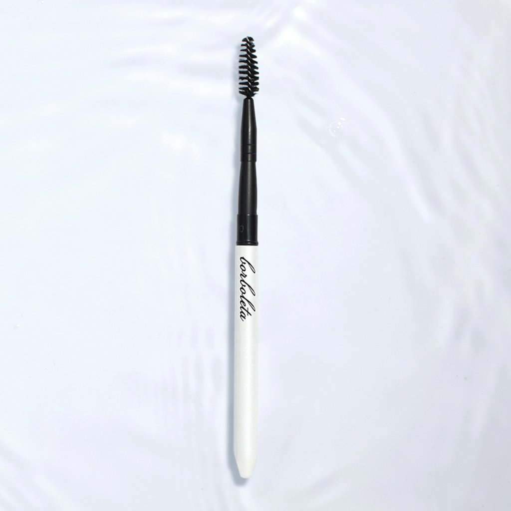 Borboleta Lash wand with a cap to use on the go