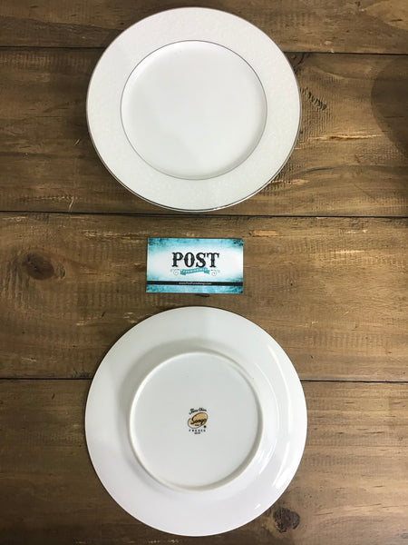Set of 20 Fine China Dining Ware