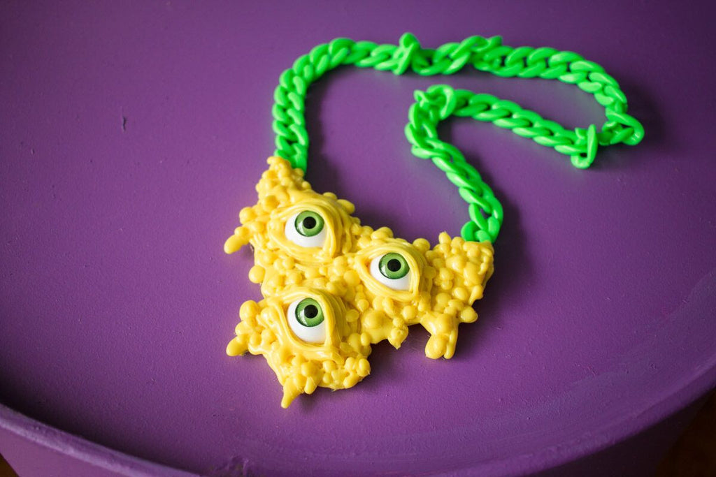 DRIPPING NECKLACE yellow (Green eyeballs & chain)
