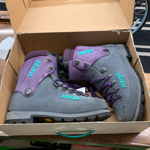 10.5 Scarpa Mountaineering Boots Navy/Purple