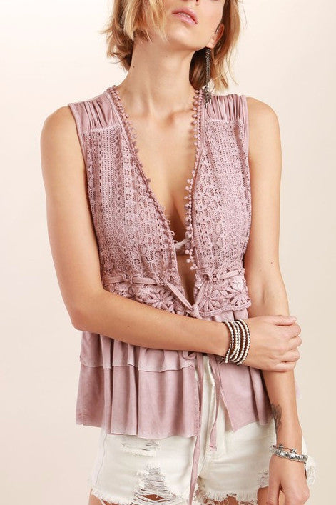 Lace Detailed Tiered Ruffle Peplum Sleeveless Top in Dusty Pink