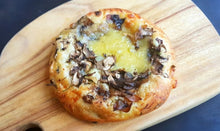 Load image into Gallery viewer, Mushroom Garlic Pizzetta (Box of 4)