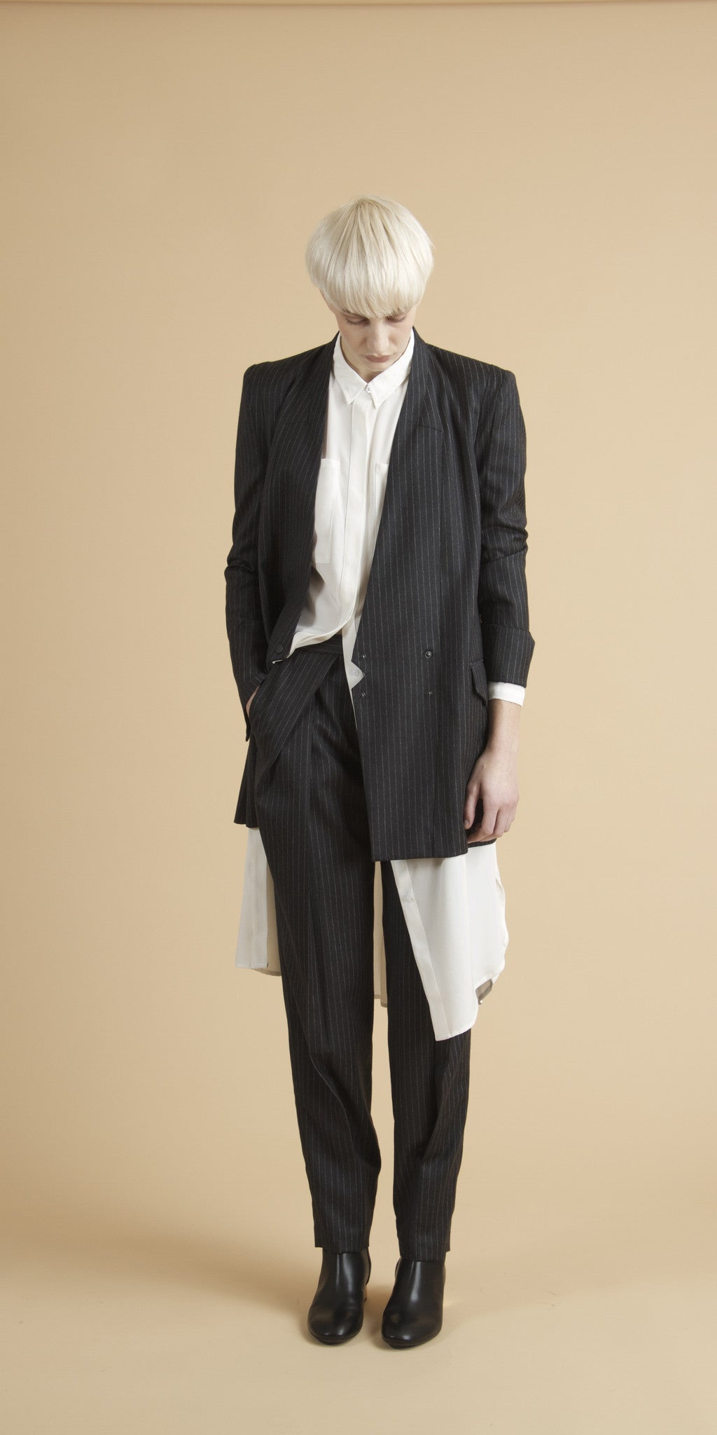 Magnus Pleat Trouser in Black