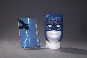 Batman : The Dark Knight Returns Book & Mask Set