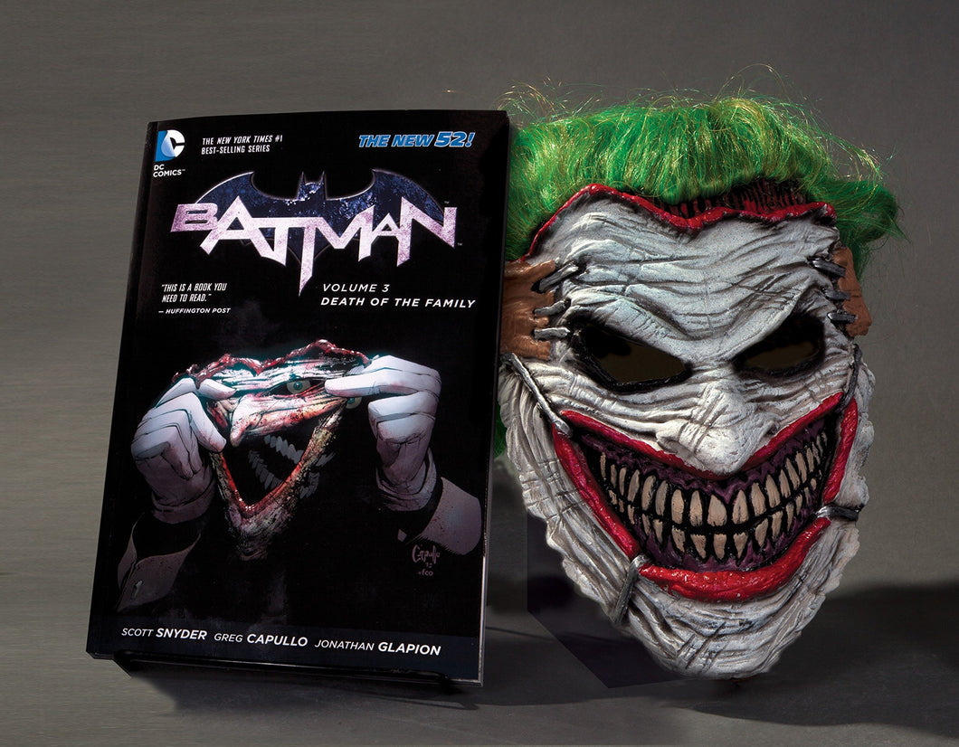 Batman : Death of the Family Book and Joker Mask Set