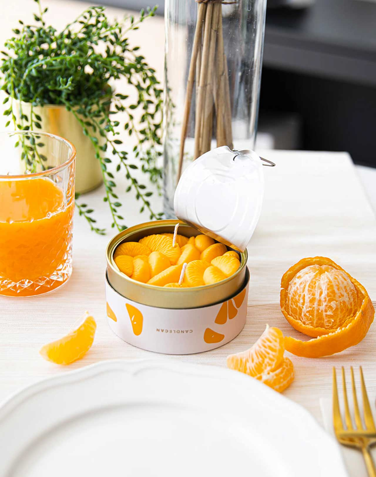 Bougie Peeled Tangerines Candle Can mise en situation
