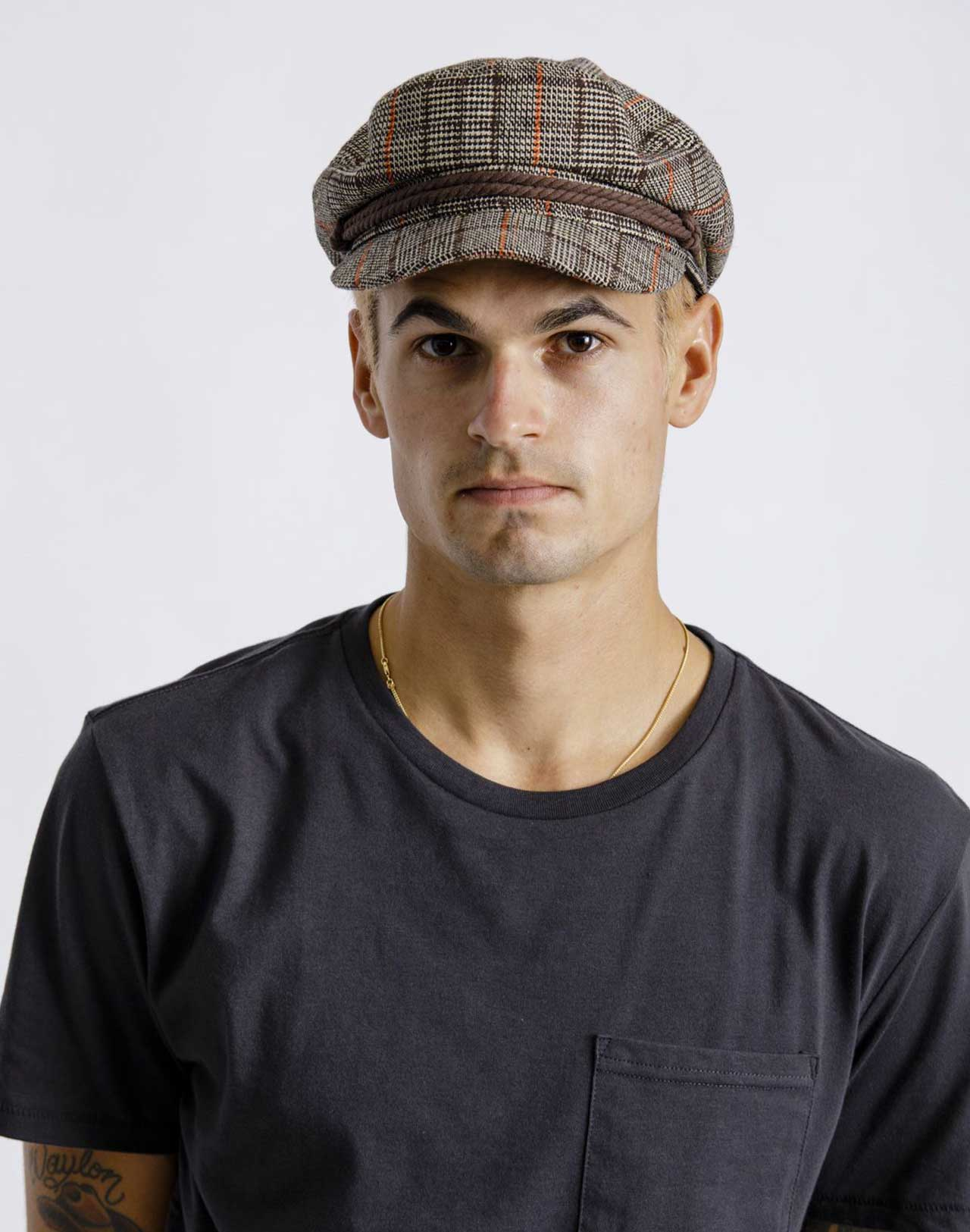 Casquette Fiddler Dark Brown Brixton portée de face