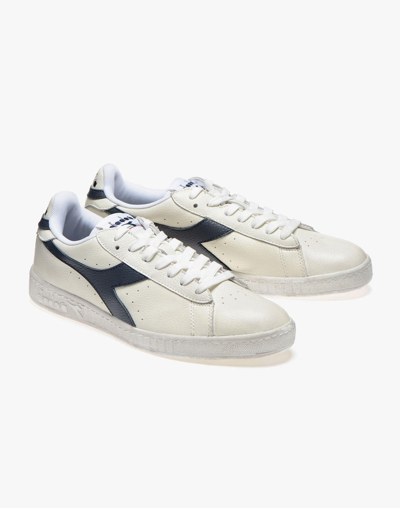 Baskets Diadora Game L Low waxed bleu marine et blanc