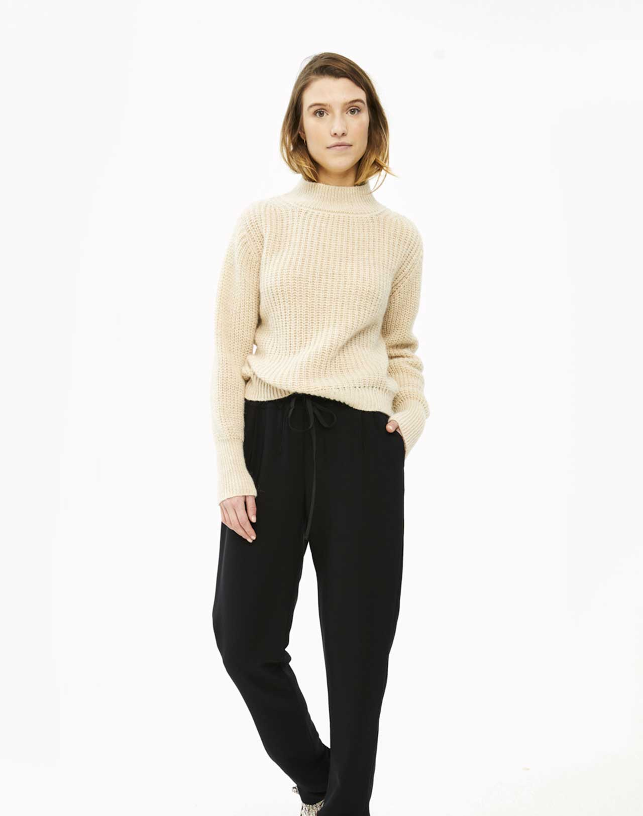 Pull Tess Sand de by-bar col montant