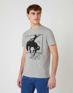 T-shirt Graphic Horse Tee in Mid Grey Mel Wrangler porté vu de face