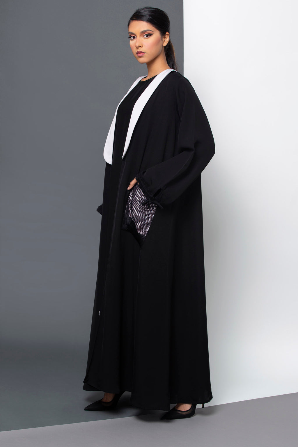 BLACK COLLAR MESH POCKET OPEN ABAYA.