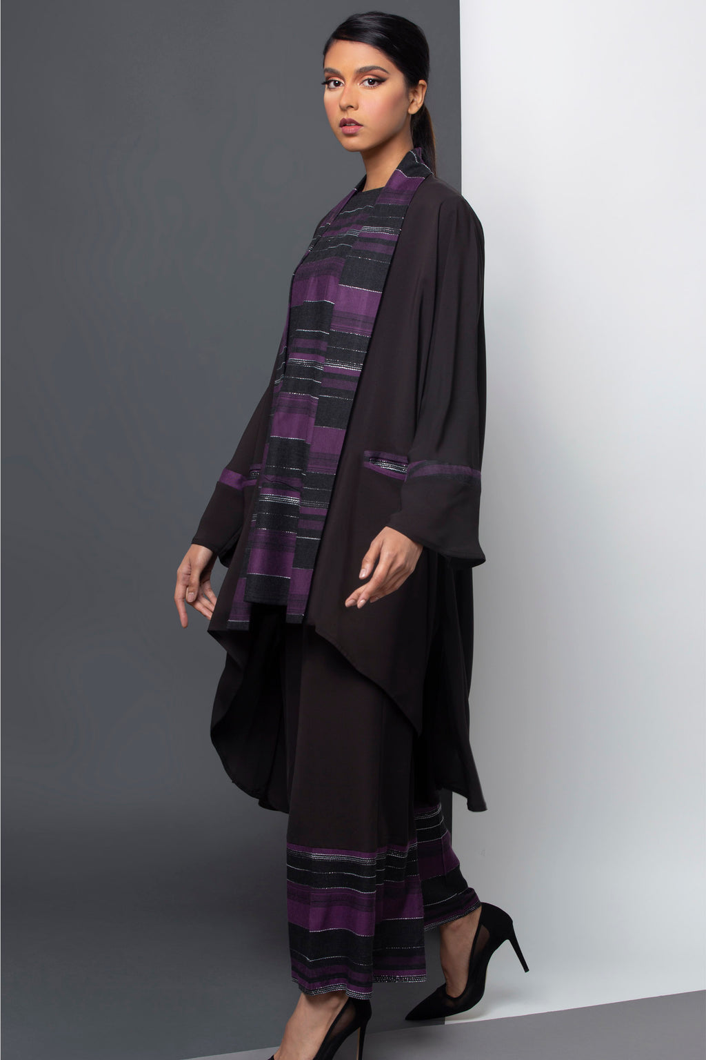 LAVENDAR STRIPED LINEN TROUSER OPEN ABAYA.