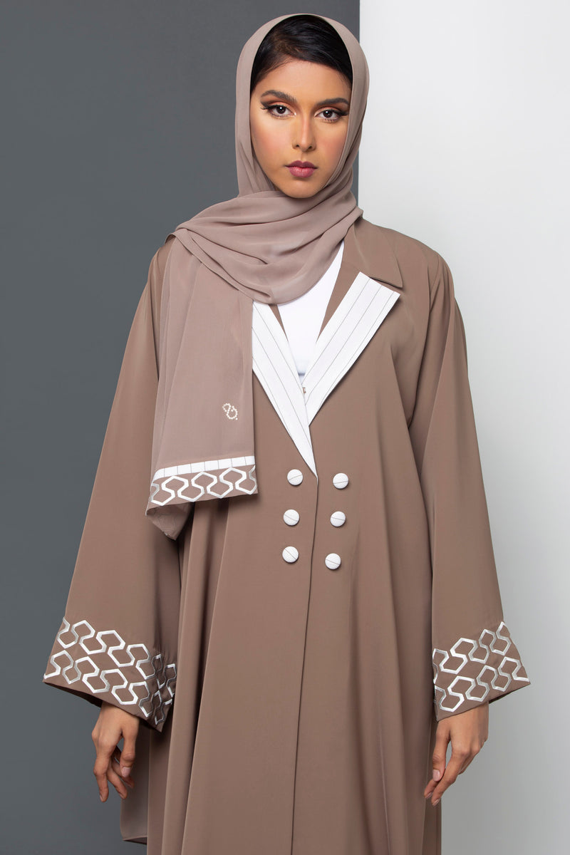 BEIGE COLLARED BUTTONED CREPE ABAYA.