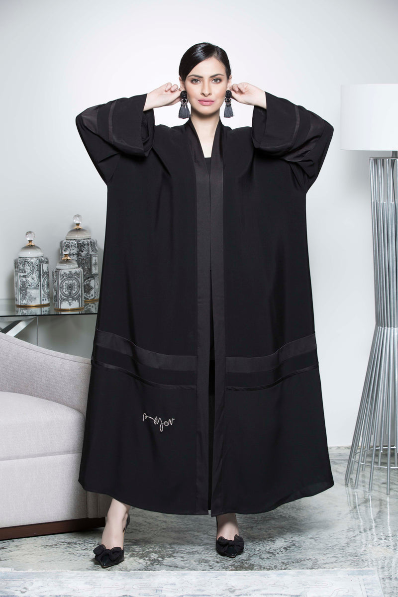 BLACK PLAIN BISHT SOALON ABAYA.