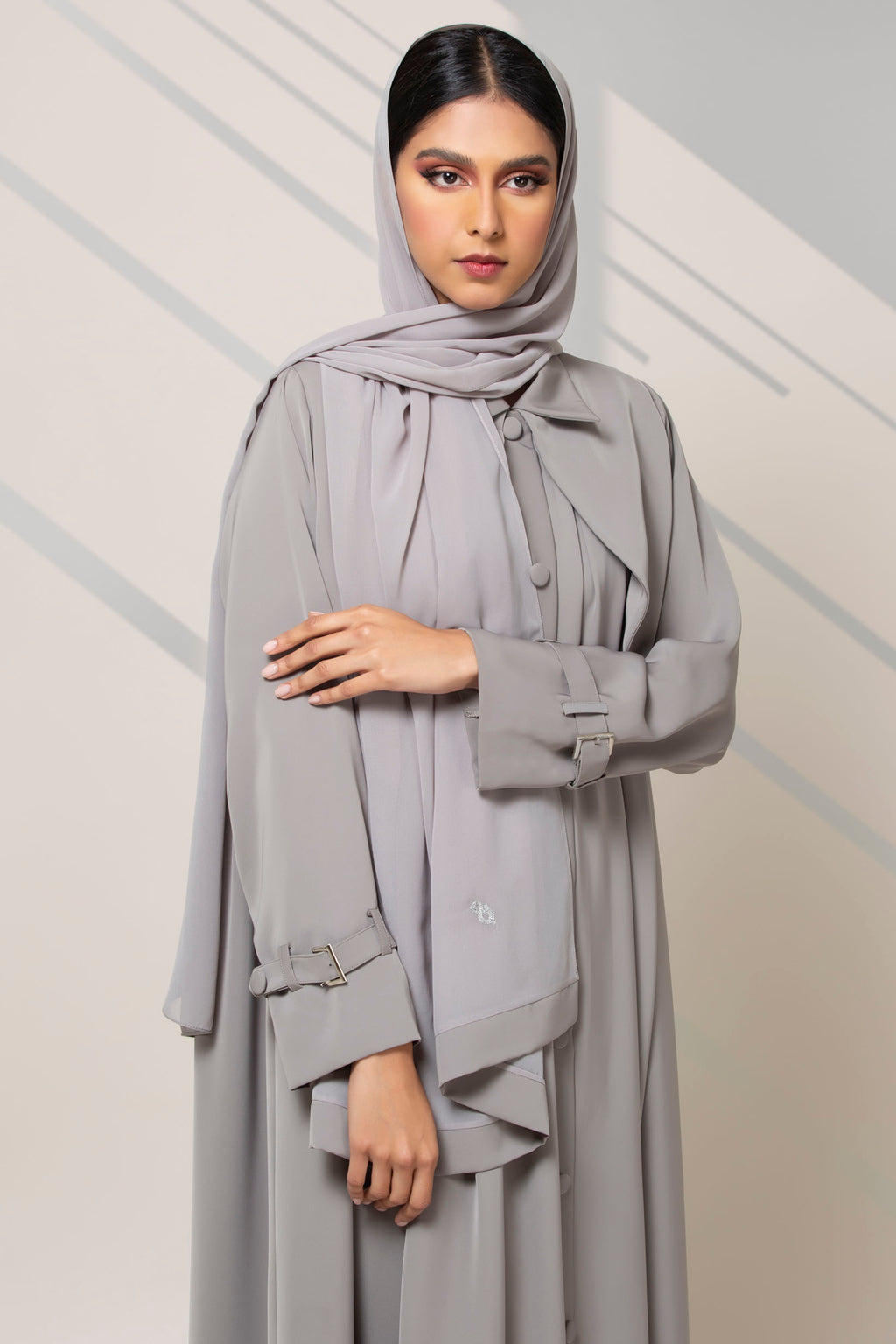 LIGHT GREY COLLARED BUTTONED CREPE ABAYA