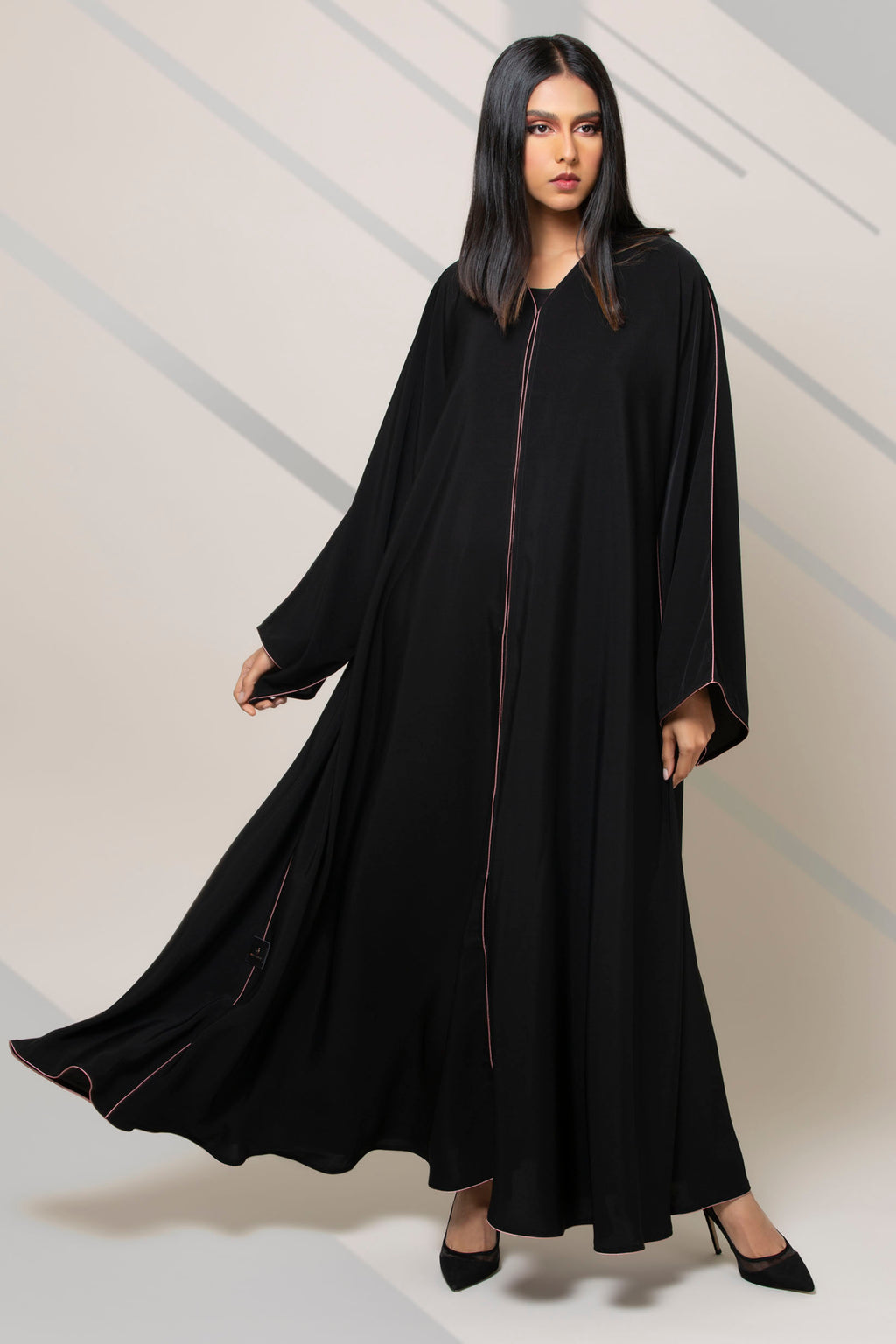 BLACK BREAM HIGHLIGHT PLEATED SALOAN ABAYA