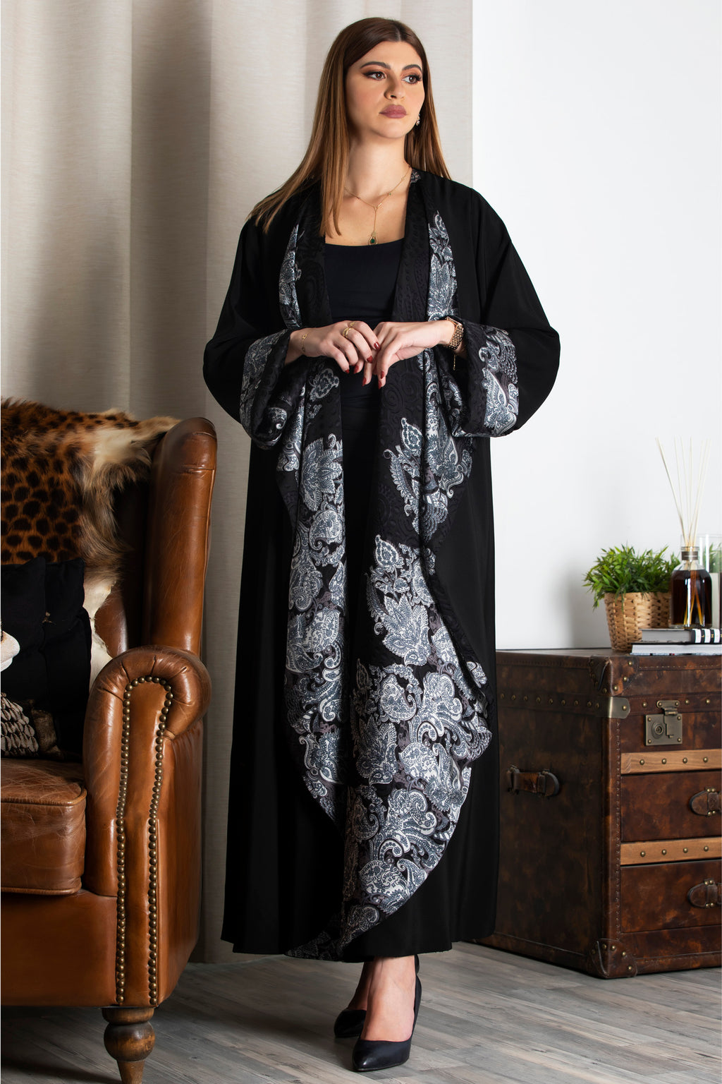 BLACK DOUBLE FACE PATTERNED OPEN ABAYA.