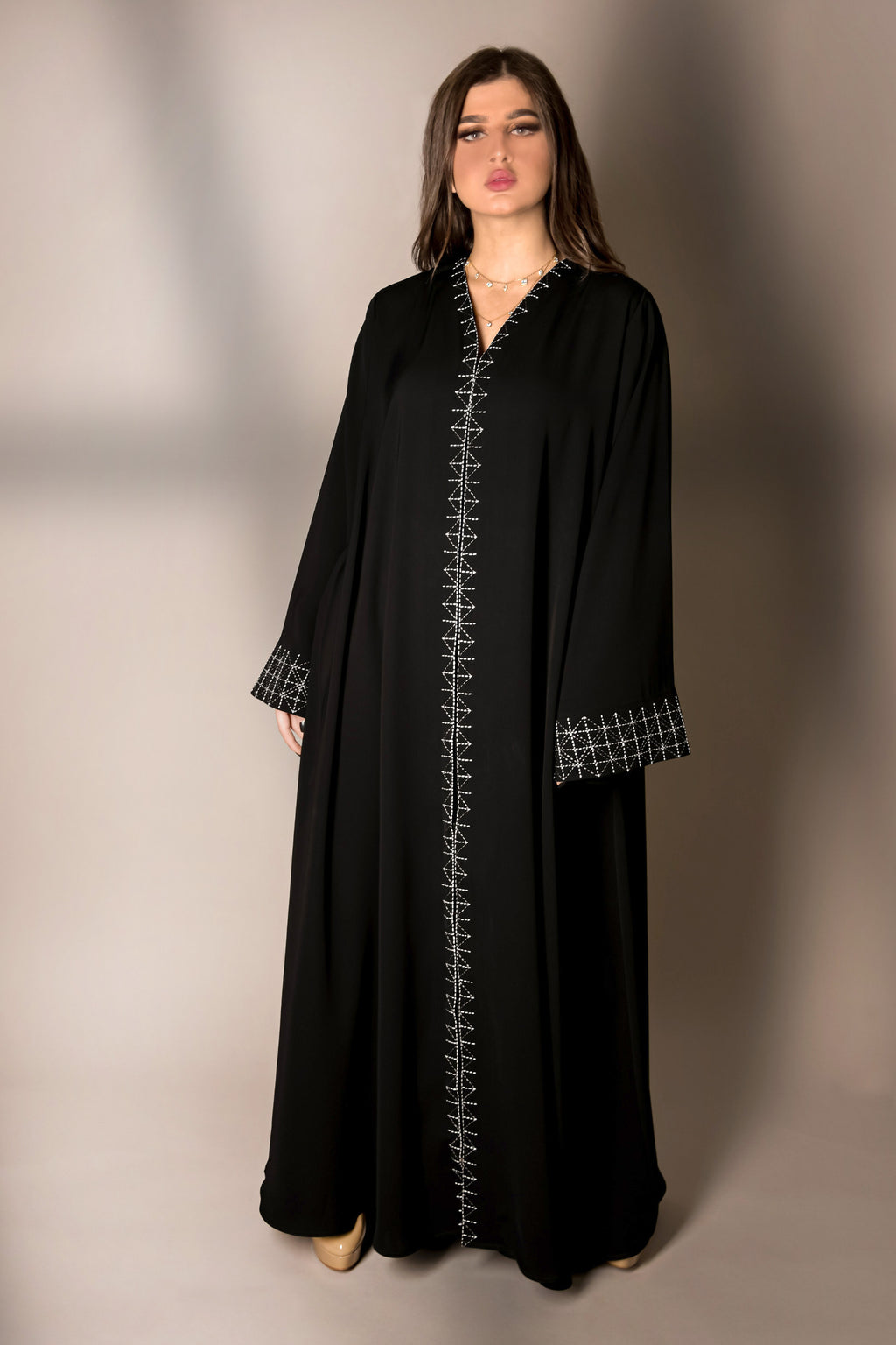 BLACK GEOMETRIC EMBROIDERED ABAYA.
