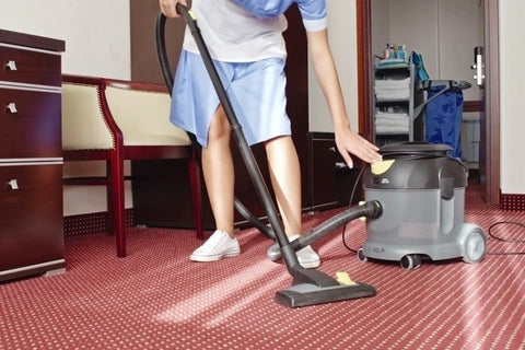 Bucket vacuum cleaner for cleaning room