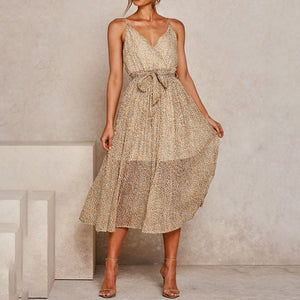 Pleated elegant dress with fashionable suspenders