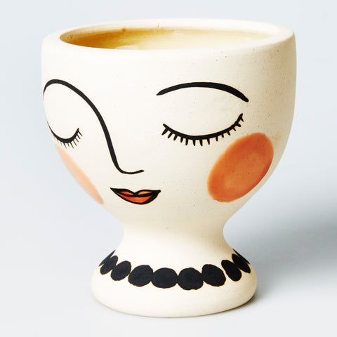 DP207 Madame Adele Planter