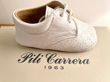 Load image into Gallery viewer, Pilli Carrera White Crib Shoes