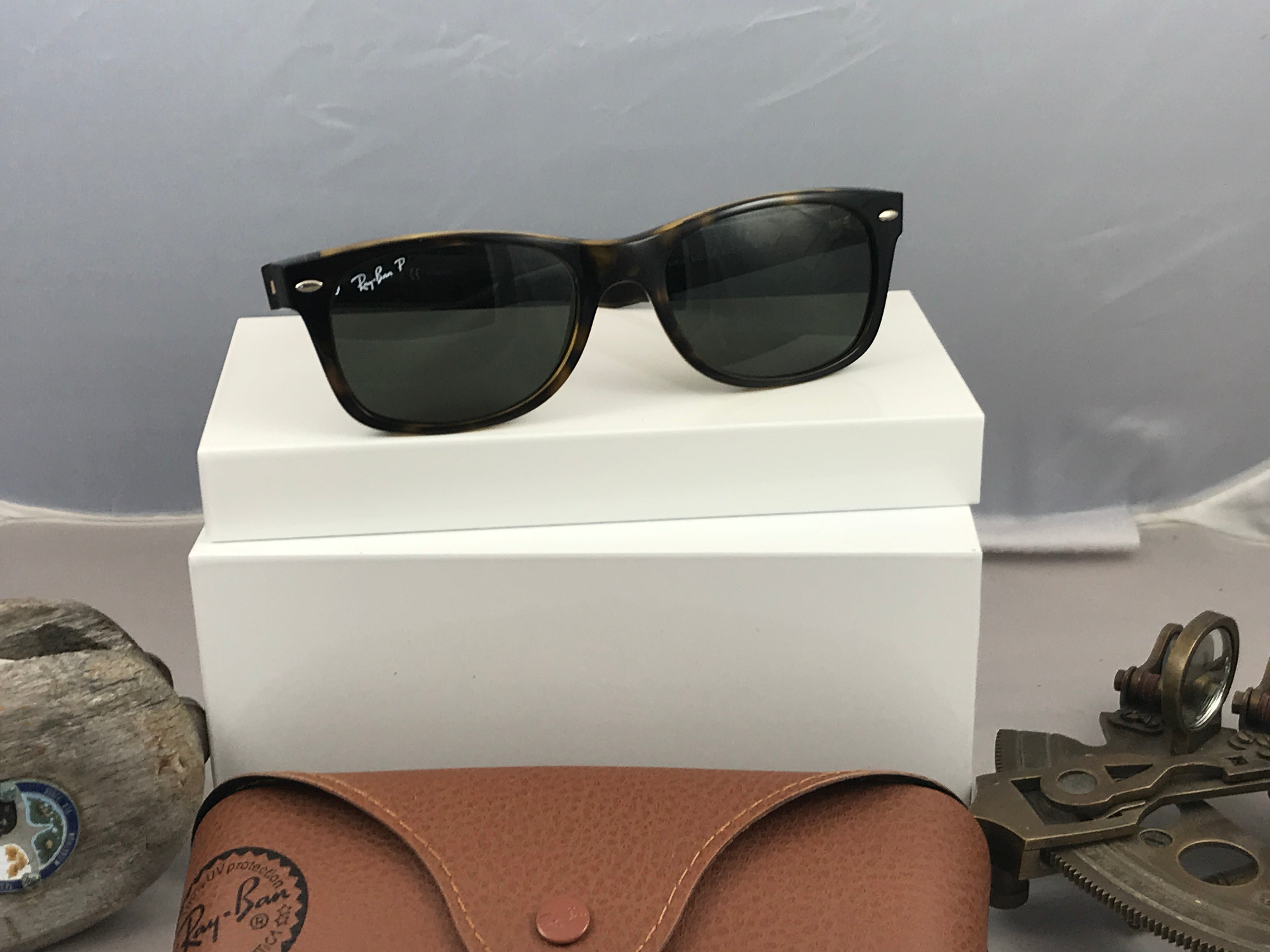 Ray-Ban Sunglasses 2132 in 902/58 DME CODE: V2025