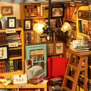 """Sam's Study"" DIY Miniature Room"