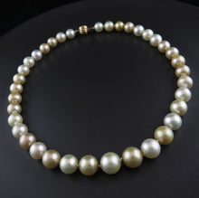 Load image into Gallery viewer, White and Golden South Sea Pearl Strand