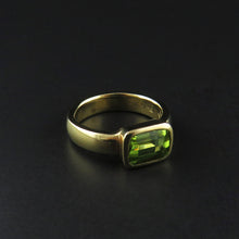 Load image into Gallery viewer, Peridot Gold Ring